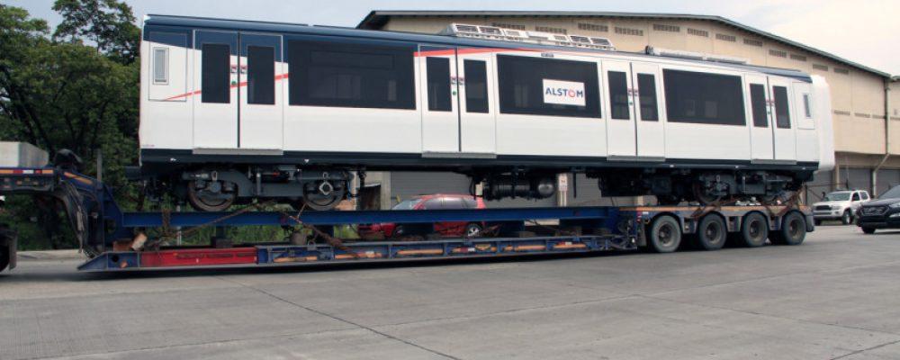 Primer tren de la Línea 2 es trasladado a los Patios y Talleres en la 24 de Diciembre